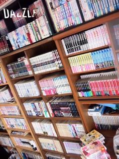 きんたブログ1実家本棚.jpg