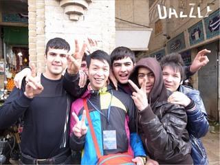 信治ブログ1イラン市場少年たちと.jpg