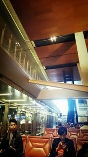 浩一郎ブログ5カタール空港1.jpg
